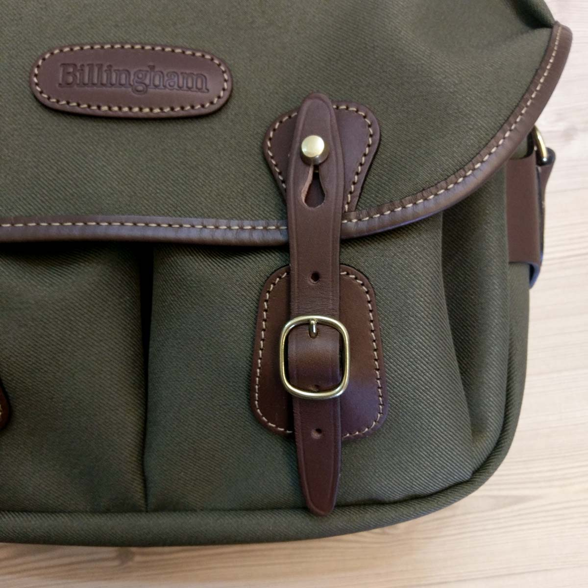 Billingham Hadley Small Pro - Quick release buckles