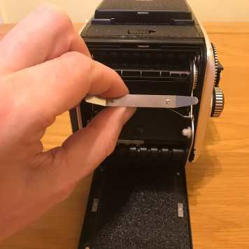 Rollei SL66 - Film Back (removing insert)