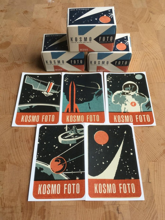 Ready for Kosmonauts - Kosmo Foto Mono 100 + Stickers