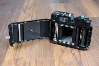 Fuji GS645 - Film door