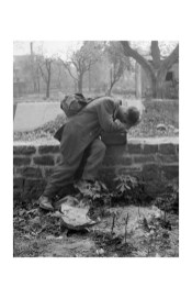 Tony Vaccaro - WWII, Defeated soldier - Frankfurt ,1947