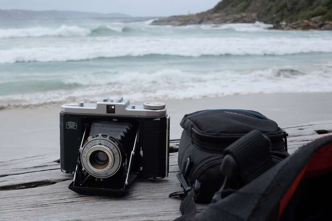 At the beach - Zeiss Ikon Nettar II 518-16