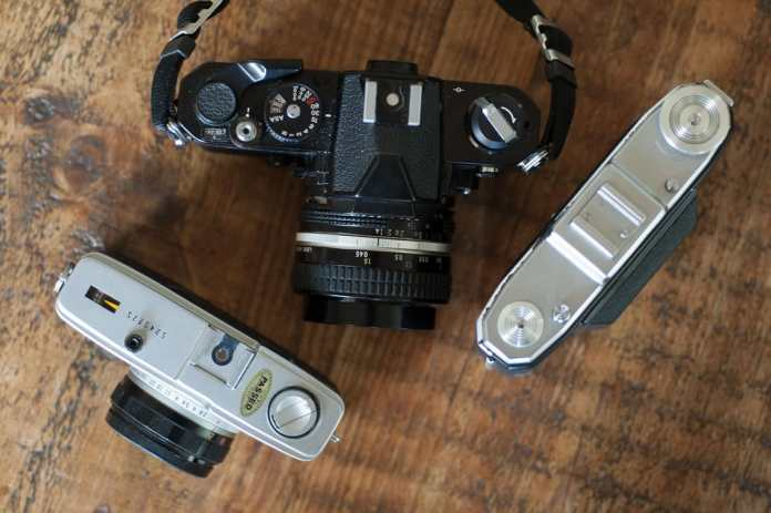 Way smaller than a Nikon FM with 50mm f1.4, and only a smidgin bigger than an Olympus Trip 35 - Zeiss Ikon Nettar II 518-16