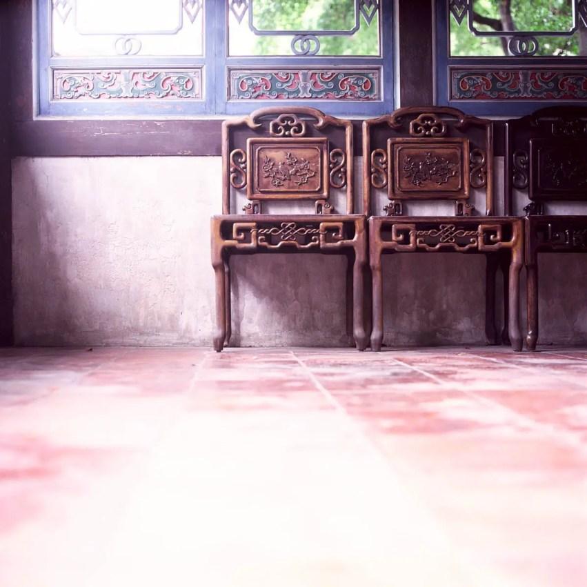 Waiting #02 - Shot on Kodak EKTACHROME 200 E200 at EI 200. Color reversal (slide) film in 120 format shot as 6x6.