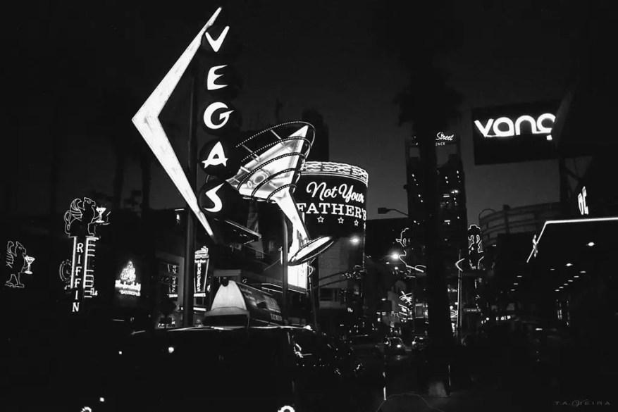 Nightlife - Japan Camera Hunter Streetpan 400 - Leica M6 + Summicron 50mm