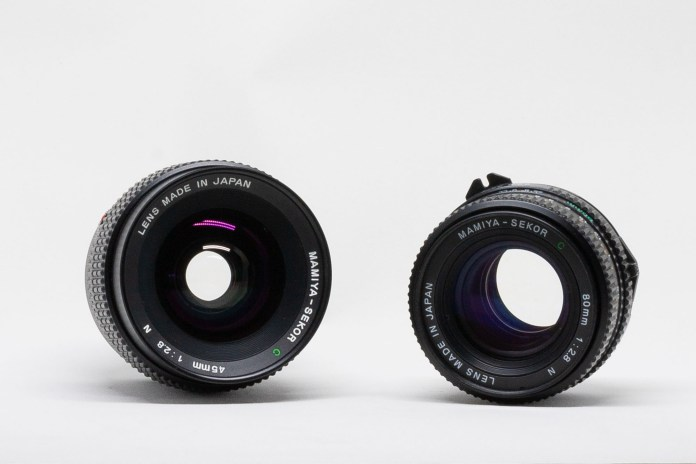 Frontal comparison of Mamiya-Sekor C 45mm f:2.8 N and Mamiya-Sekor C 80mm f:2.8 N lenses