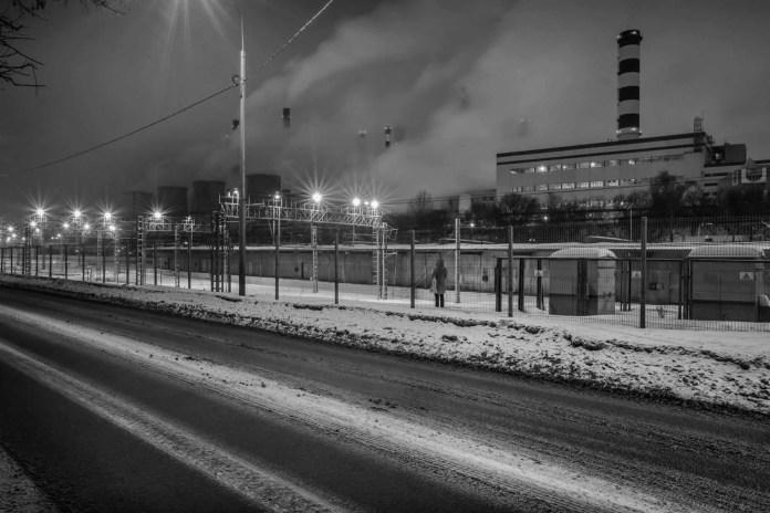 Smokestacks and lights along Kanatchikovsky Pereulok.