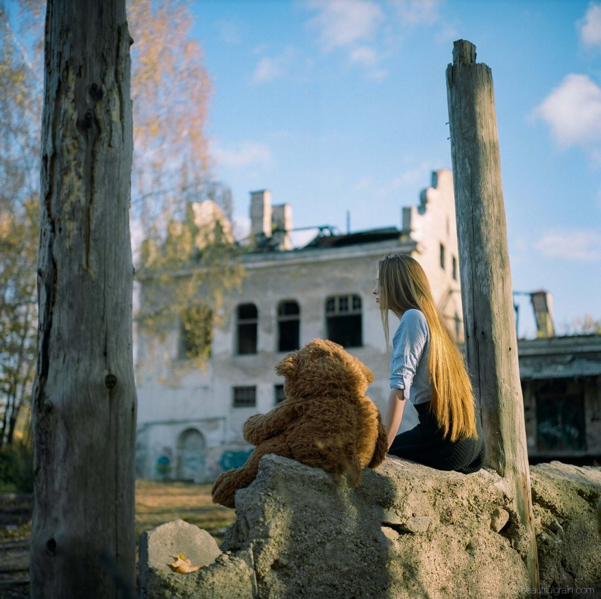 "From my ""All goodbyes"" series. Kodak Portra 400, @f/2.8"