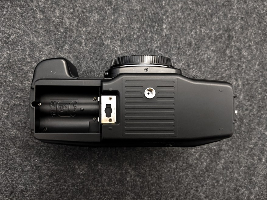 CONTAX AX - Battery compartment