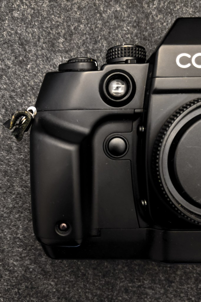 CONTAX AX - Front right