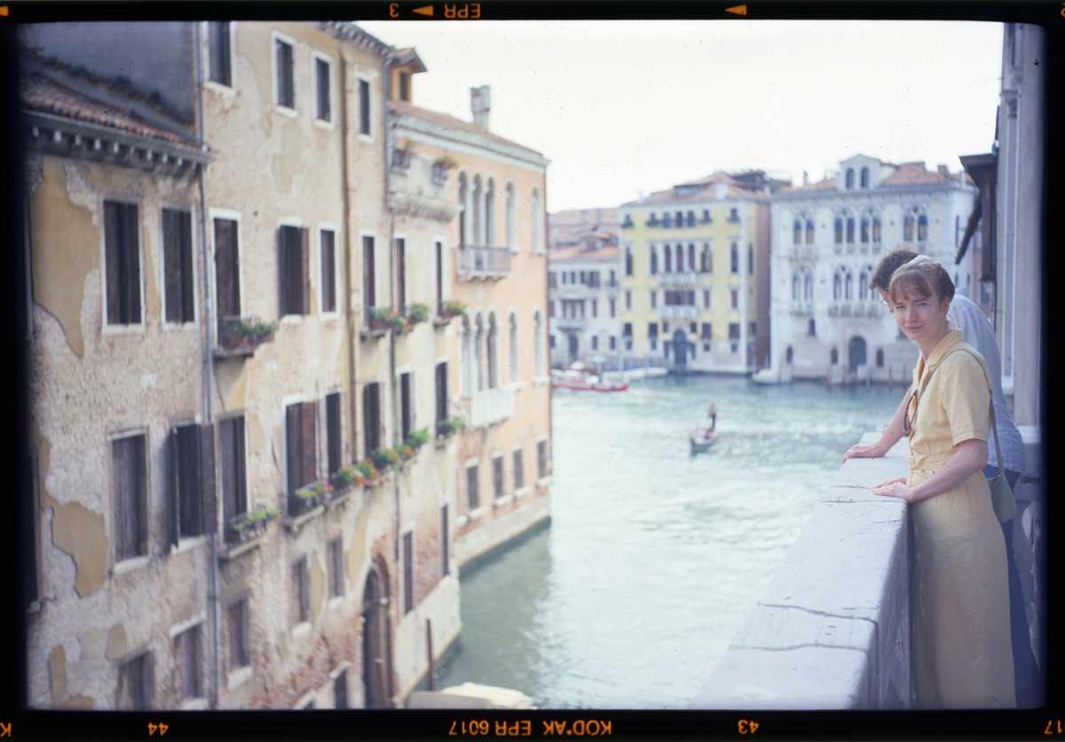 5 Frames With... Venice/Italy on Kodak EKTACHROME T64 (120 / EI 50 / Zeiss Ikon 518/2 Nettar) - by Raymond van Mil