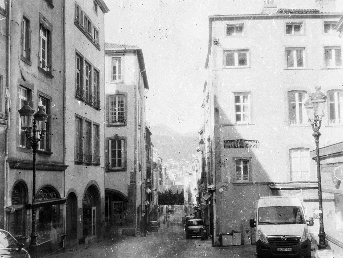 Rue des Gras, Clermont Ferrand - PRIMOR B2 Panchromatisch, EI 6, as metered +8 stops - F/22, 30s