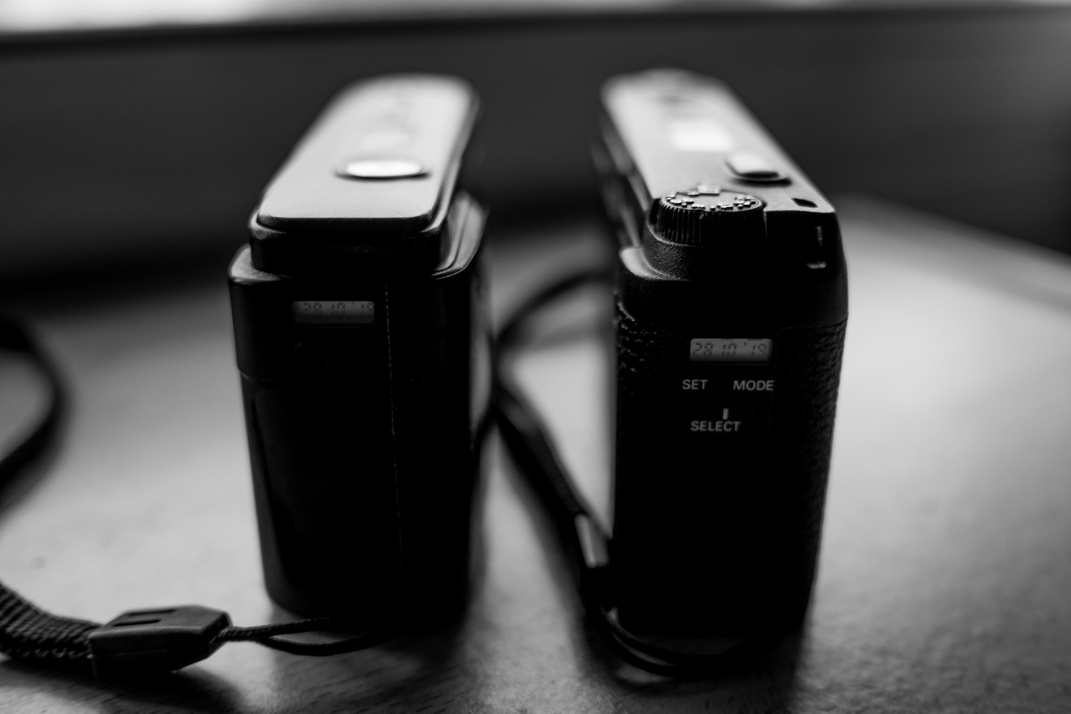 End-to-end - Ricoh GR10 (left), Ricoh GR1s (right)