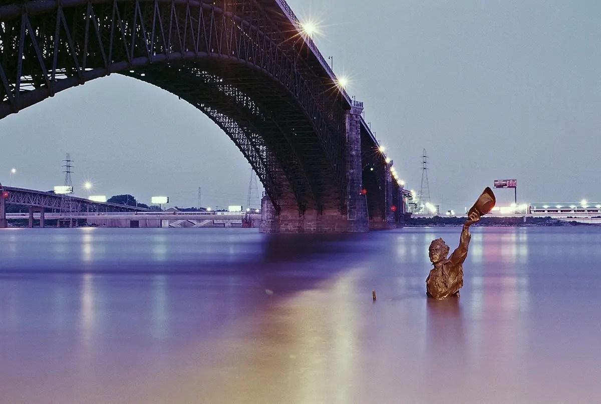 St. Louis, Missouri, 2008 - Nikon FM3a, Fujifilm Provia 400F, Nikon Nikkor 50mm f/1.2 AI-S