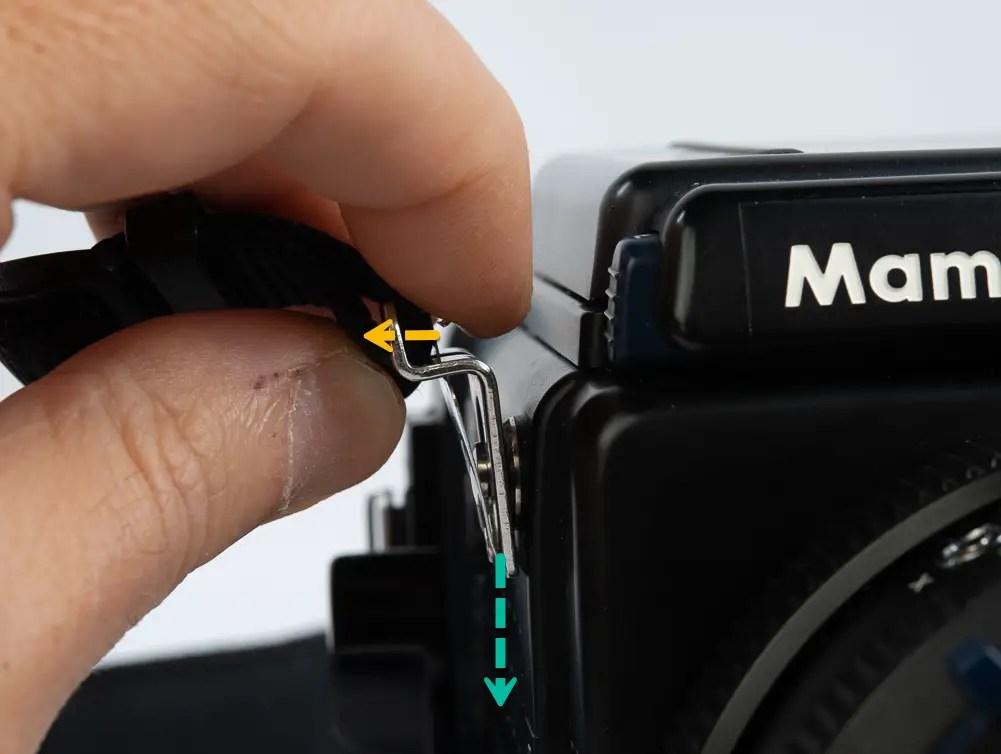 Removing the Mamiya RZ67 strap.