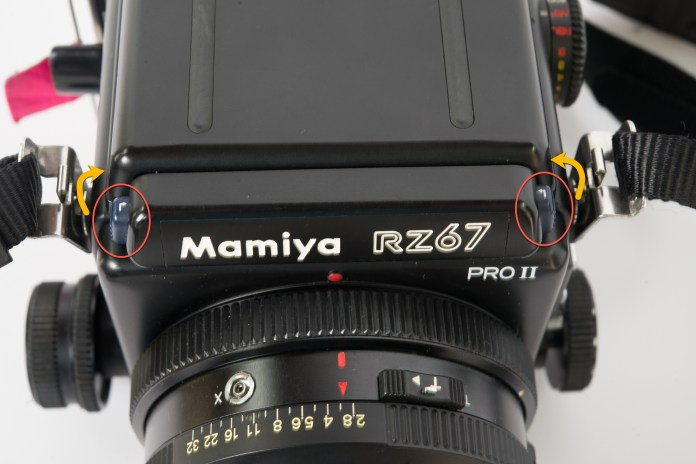 Mamiya RZ67 - Remove and replace viewfinder (step 1)