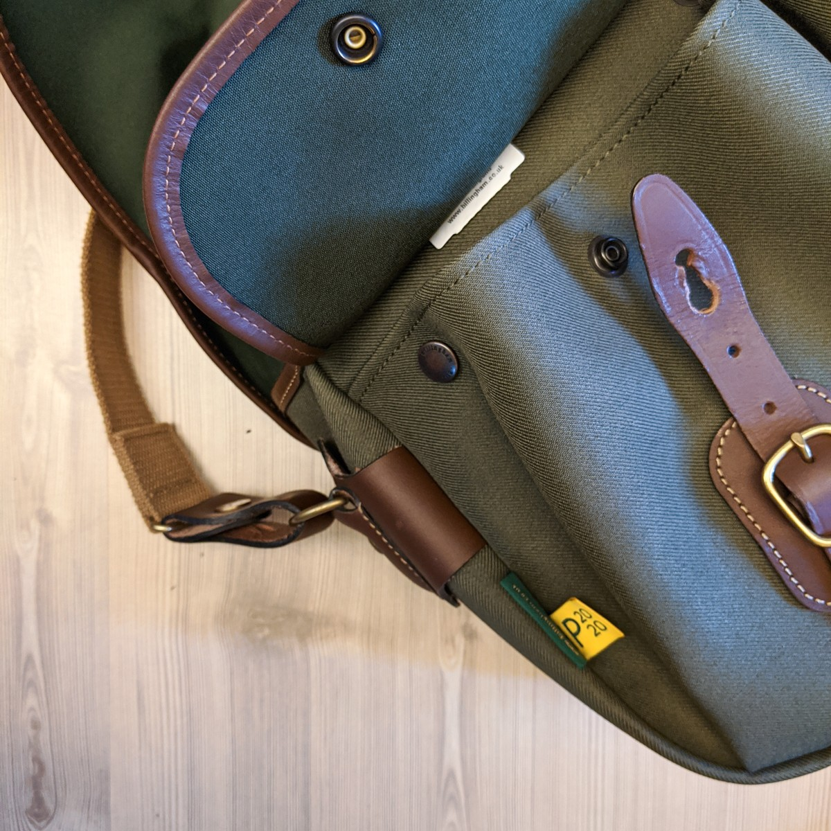 Billingham Hadley Pro 2020 - Detail - Front pocket pinched shut