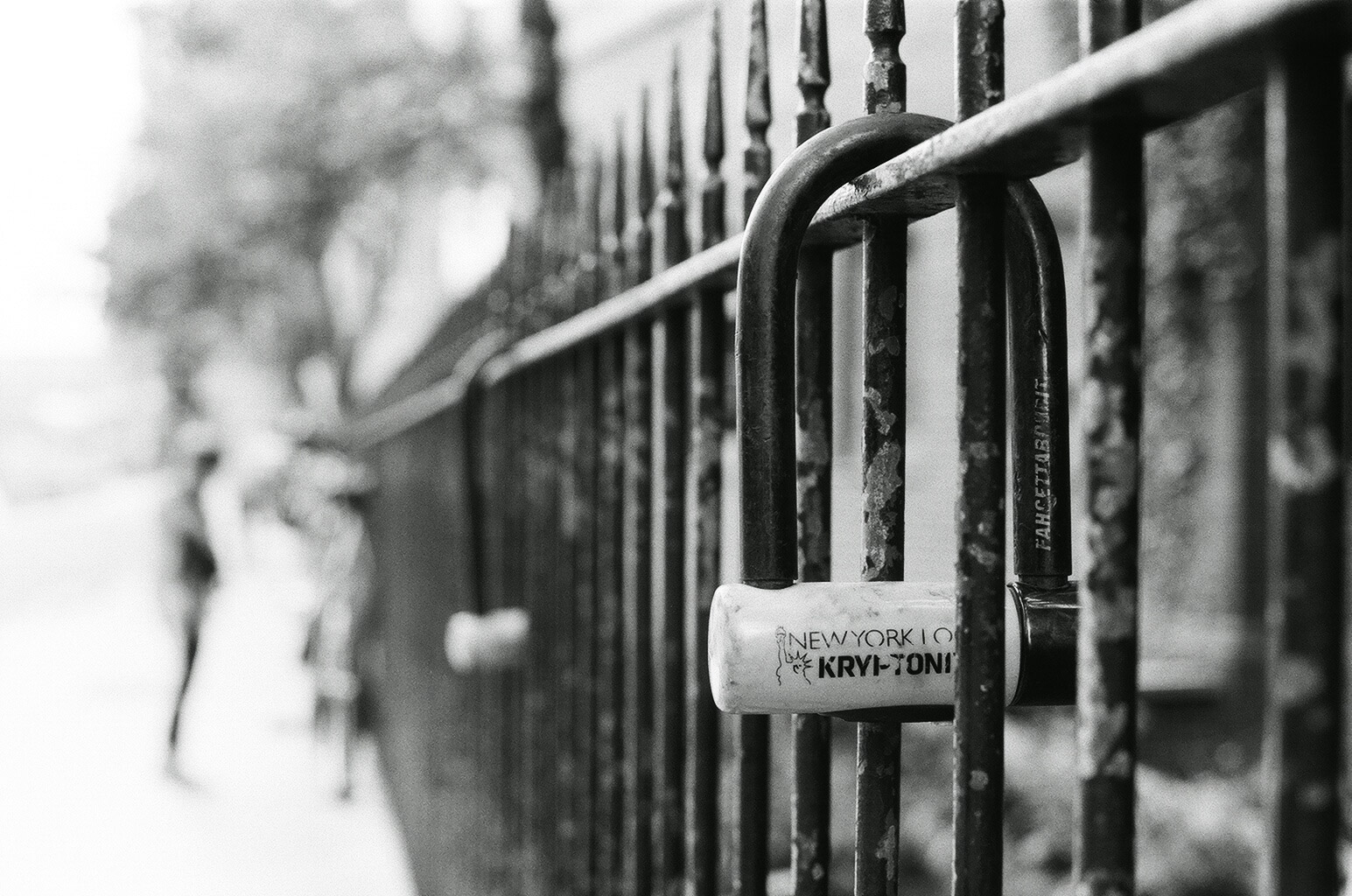 London - 5 Frames With... Kosmo Foto Mono 100 (EI 100 / 35mm format / Nikon F3/T) - by Lewis Day