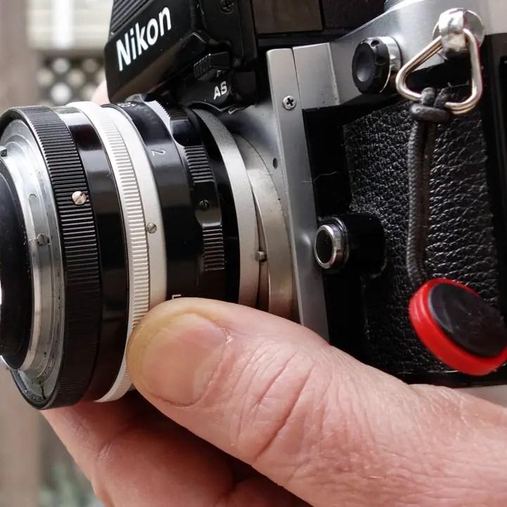 Nikon F lens mount locking pin