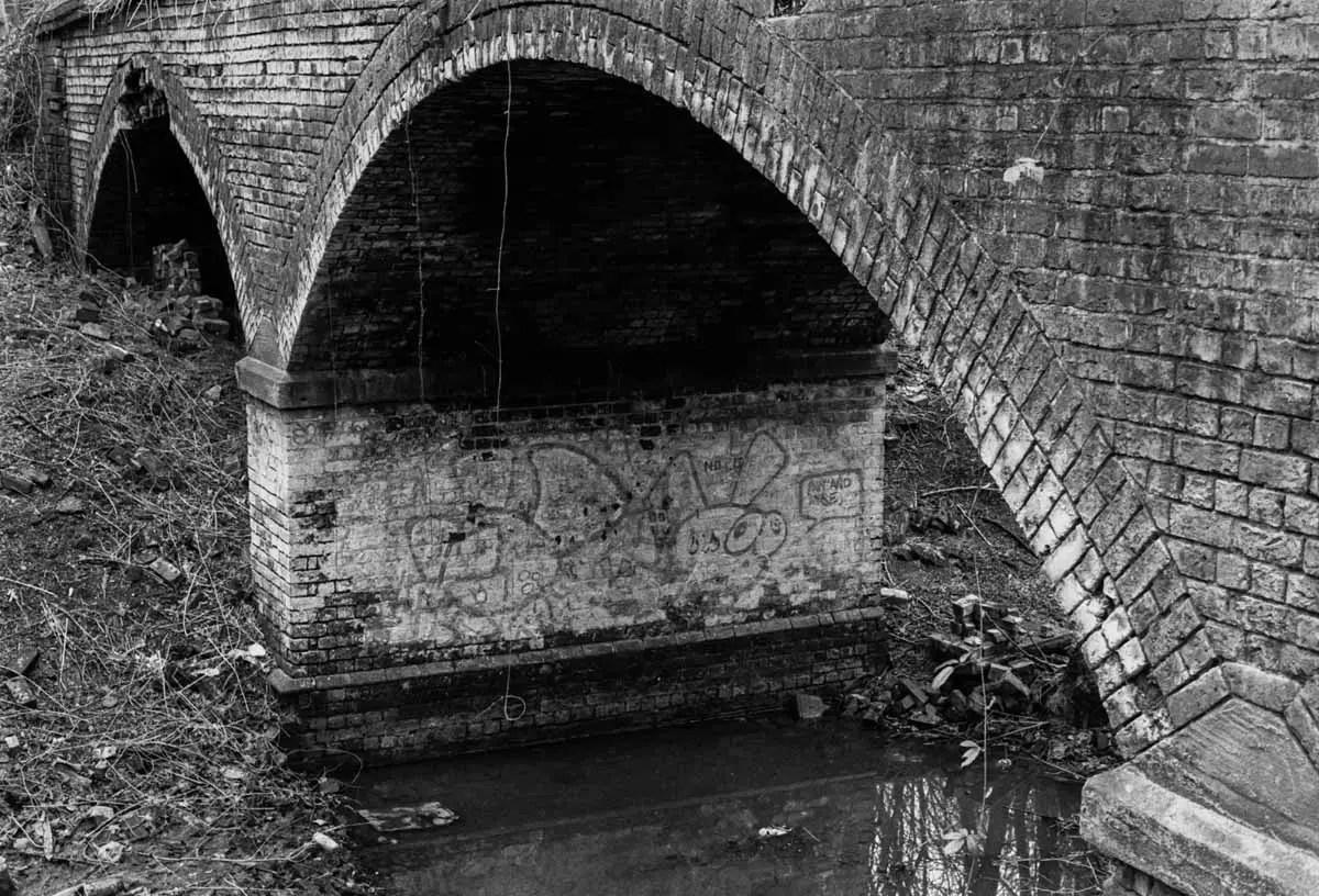 The hidden bridge - ILFORD HP5 PLUS, Minolta SRT 101b, MD Rokkor 50mm f/1.7 - Nigel Fishwick