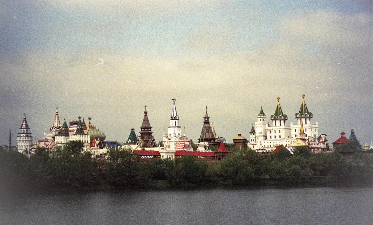 Adib - CineStill 800T - Izmaylovo Kremlin