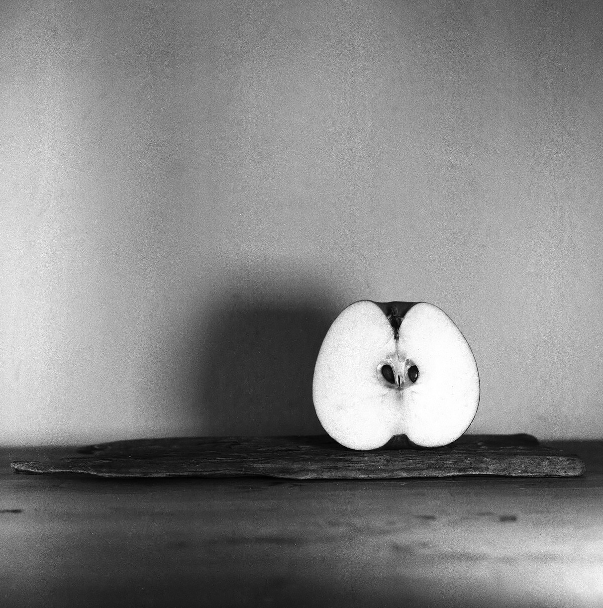 Apple – Still Life Photography - Yashica MAT-124 with Fomapan 200 Creative