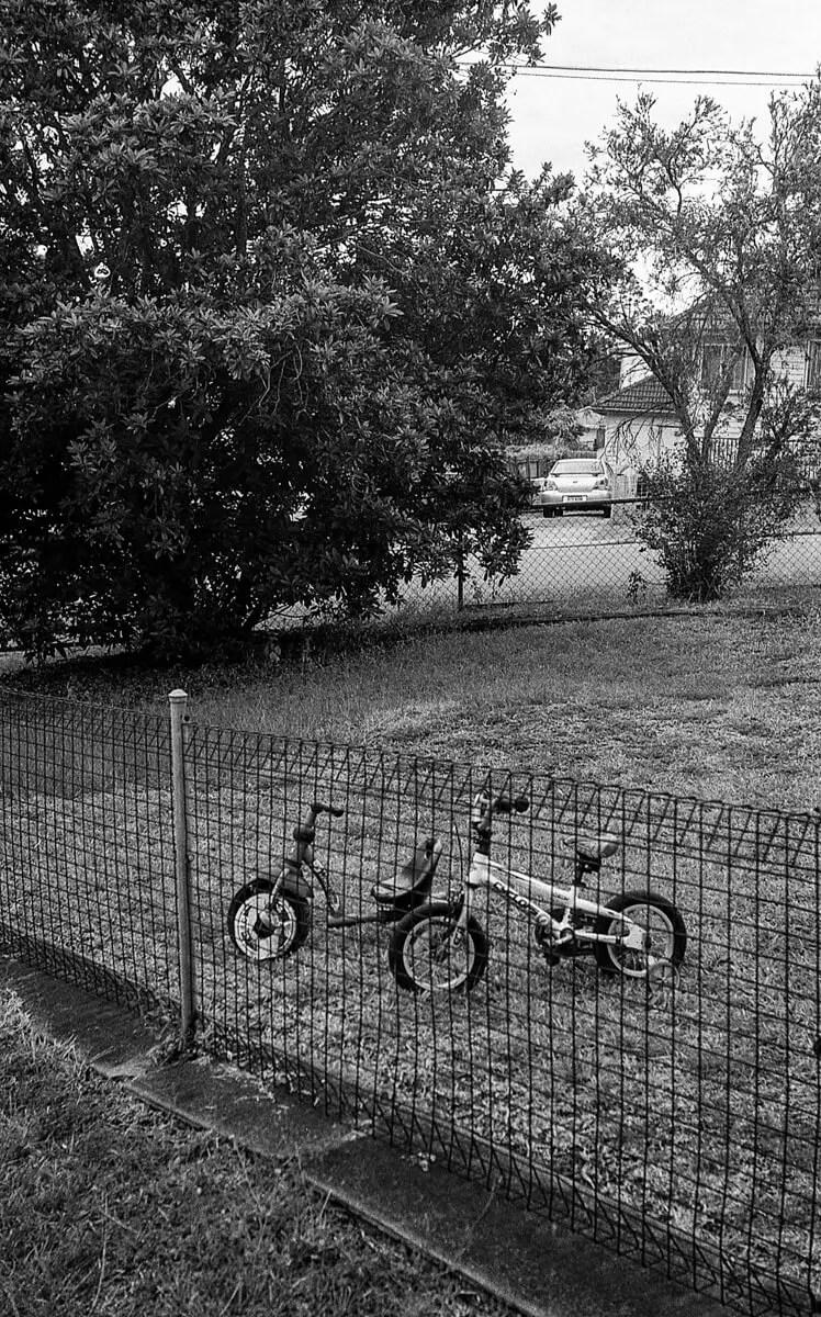 5 Frames... Walking my neighbourhood with the Nikon S3 (EI 400 / 35mm Format / Kentmere 400) - by Allan Uhlmann