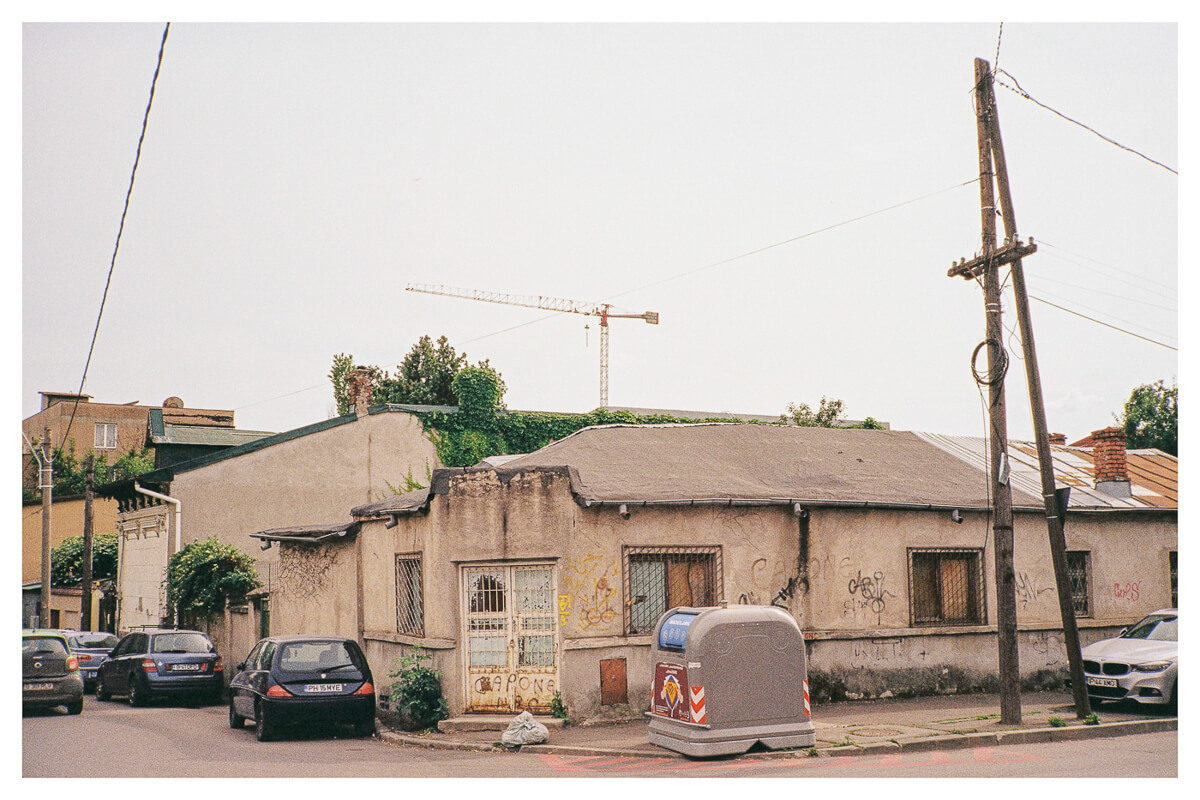 "5 (8) Frames of ""Detritus : Nuovi"" in Bucharest on Kodak Portra 400 ( 35mm : EI 400 : Contax T2) - by Mihai Dascălu"