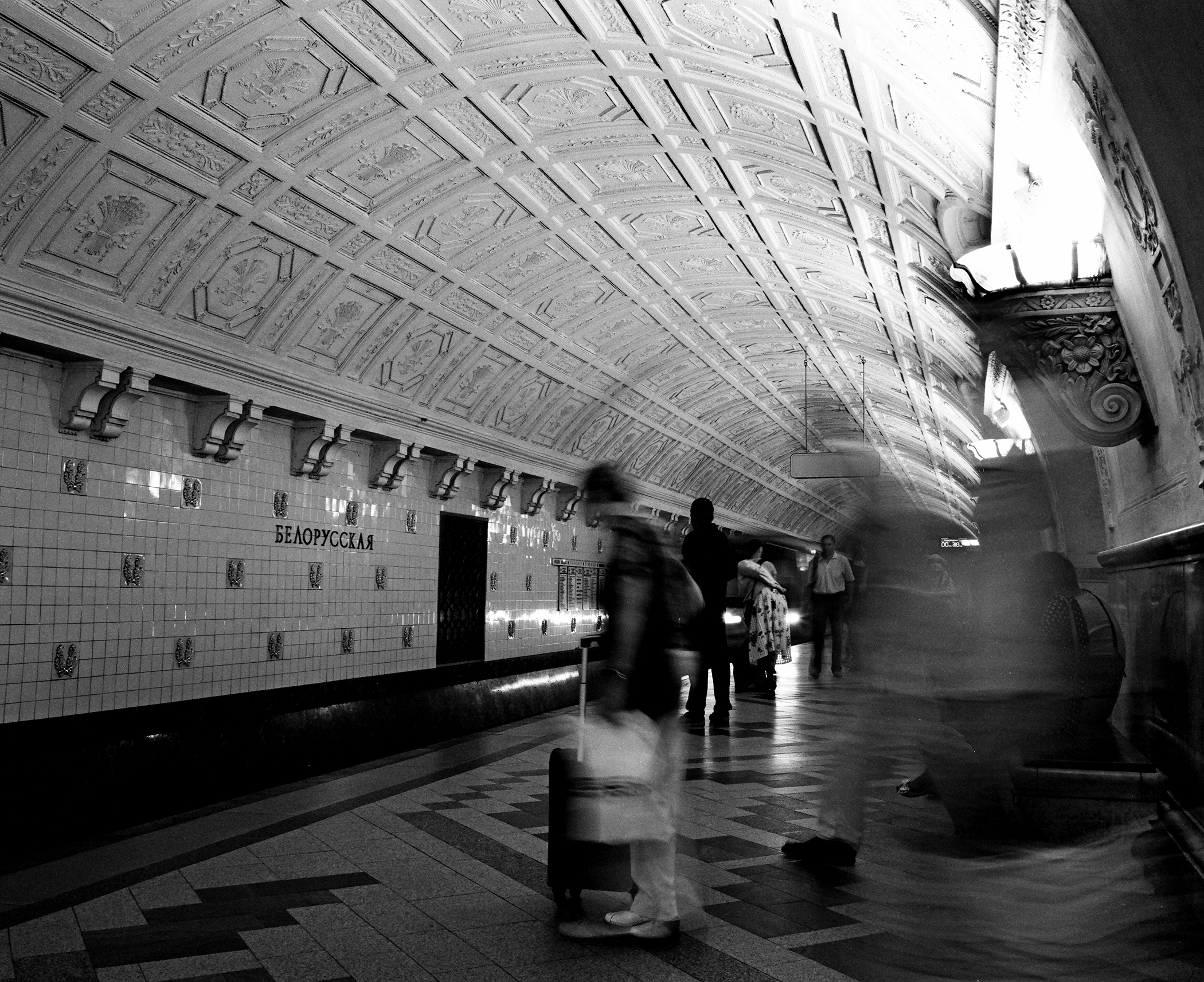 ILFORD HP5 PLUS - ILFORD HP5 PLUS vs Kodak Tri-X 400 at EI 1600 in the Moscow Metro