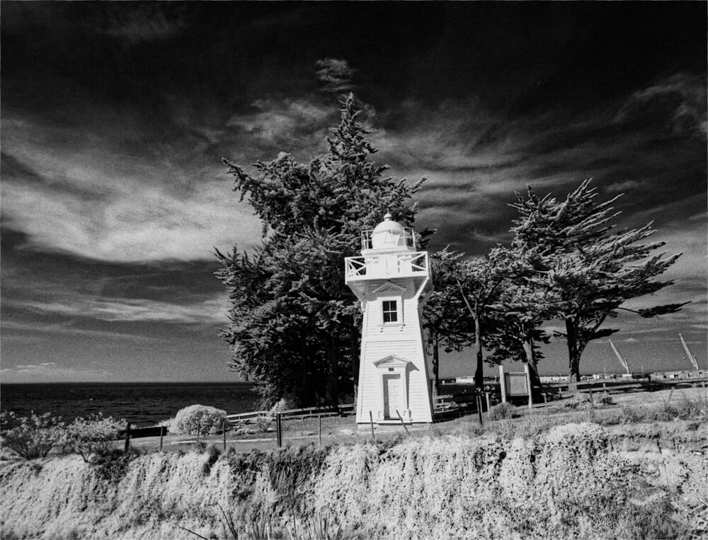 Lighthouse - Rollei Infrared 400 (+ R72 filter)