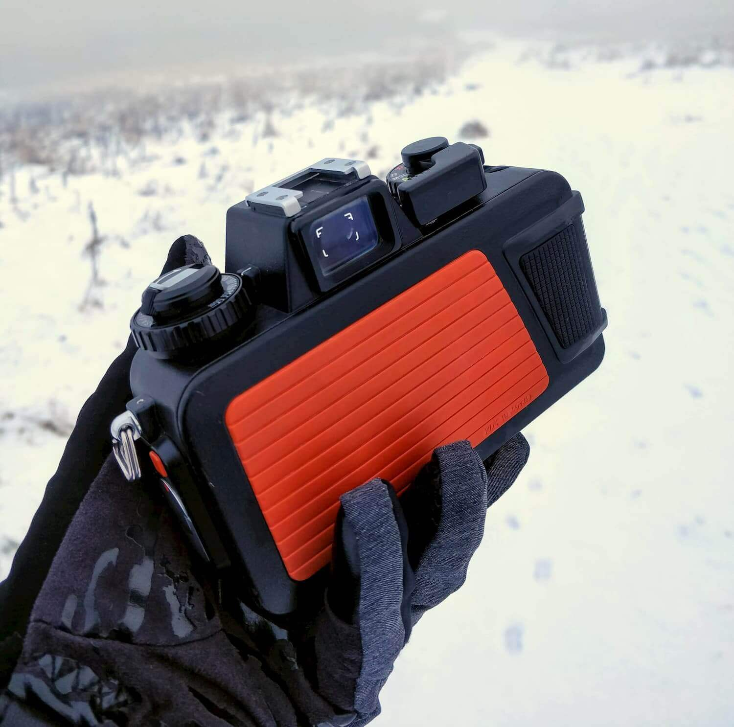 Nikonos V in the snow (rear)