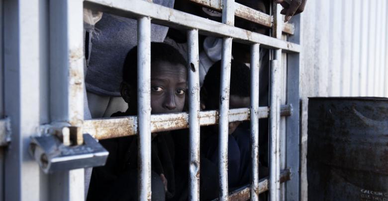 Photo of HRW condemns Qasr bin Ghashir migrant shelter attack