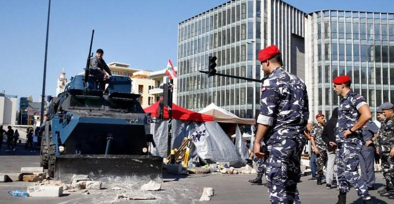 Photo of Lebanese Army reopens blocked roads, protesters express no rejection