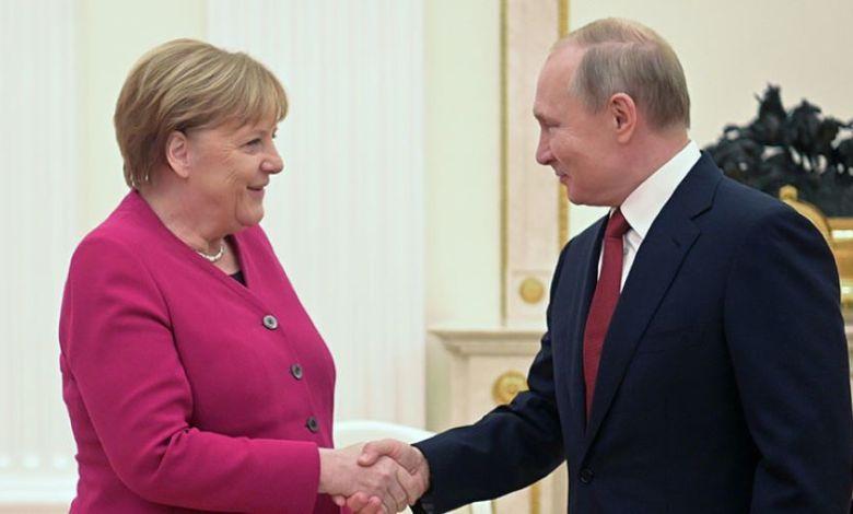 Photo of Putin, Merkel discuss Sirte, Al-Jufra status quo on the phone