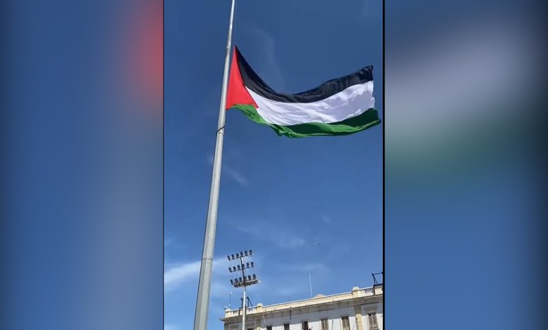 Photo of Palestinian flag flies at Tripoli's Martyrs Square