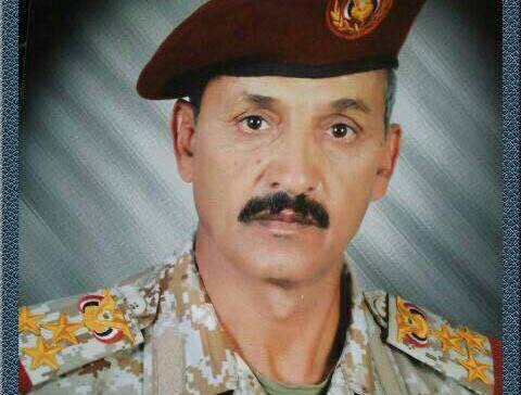 The commander of the third military region inspects the front lines in Sarwah