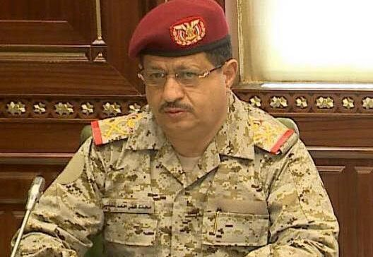The chief of staff Major Al-Maqdashi congratulates the army in Taiz on the liberation of the presidential palace