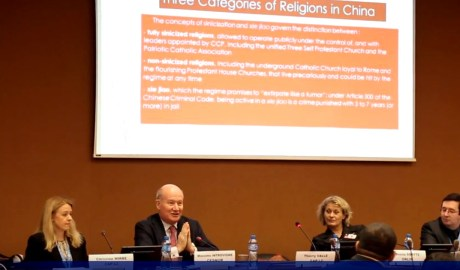 Managing director of CESNUR Prof. Massimo Introvigne (second from left) delivering a speech in the event. (Photo Ai Jia)
