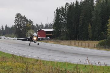 Finnish combat aircraft on the highway: exercise Baana 2018