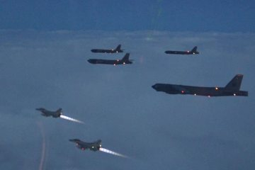 USAF B-52H and F16 royal norwegian air force train together