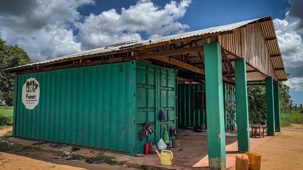 Huvudkontoret och lagret på plantagen i Nyongoro. Foto: Torgny Johnsson