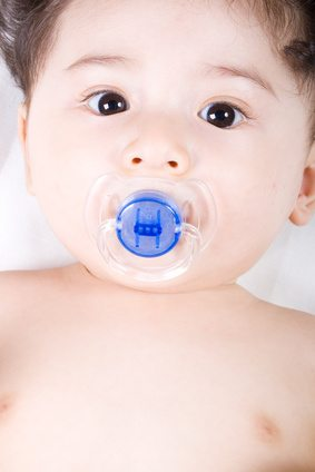 Tips for proper use of the pacifier, the blanket and something more