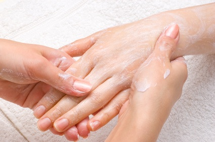 Cracked, swollen or itchy fingers: secrets to heal them