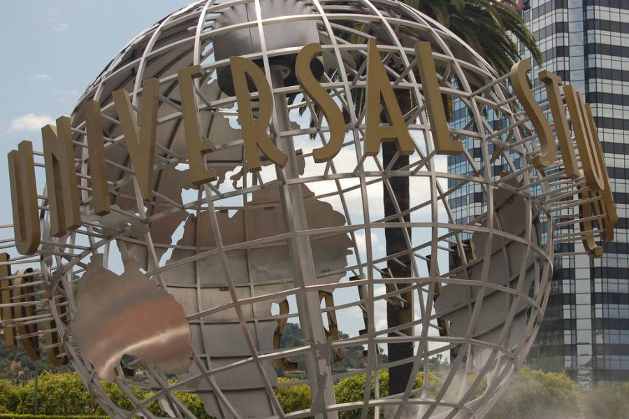 Universal Studios Hollywood Globe (image via Rob Young, Flickr)