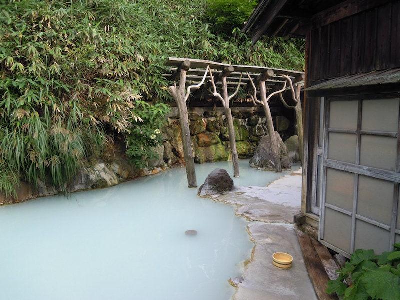 4 Unbelievable Hot Springs in Japan: Tsurunoyu Onsen