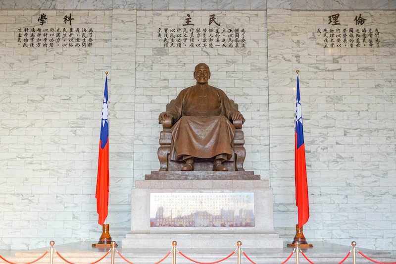 Taipei Train Guide: Chiang Kai Shek Memorial at Chiang Kai Shek Station