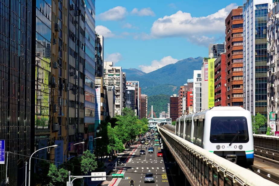 Taipei Transportation Guide: Buses, MRT, Bikes, and the Latest Danhai Light Rail
