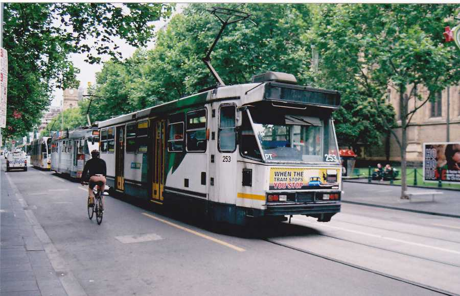 Melbourne Tram (image via Matthew Paul Argall, Flickr)