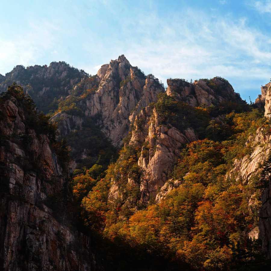 Daecheongbong Peak (image via dyonis, Flickr)