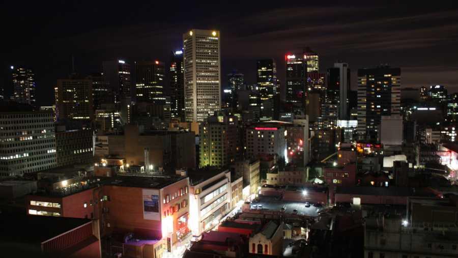 Night view of Melbourne (image via Richard Ricciardi, Flickr)